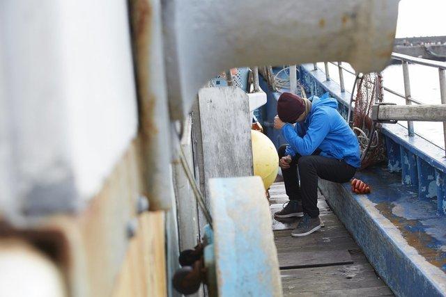 船酔いしている釣り人の写真
