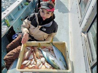 ウタセ五目釣行がラストスパート!釣りガールが11月の神島沖で爆釣の9種目達成!