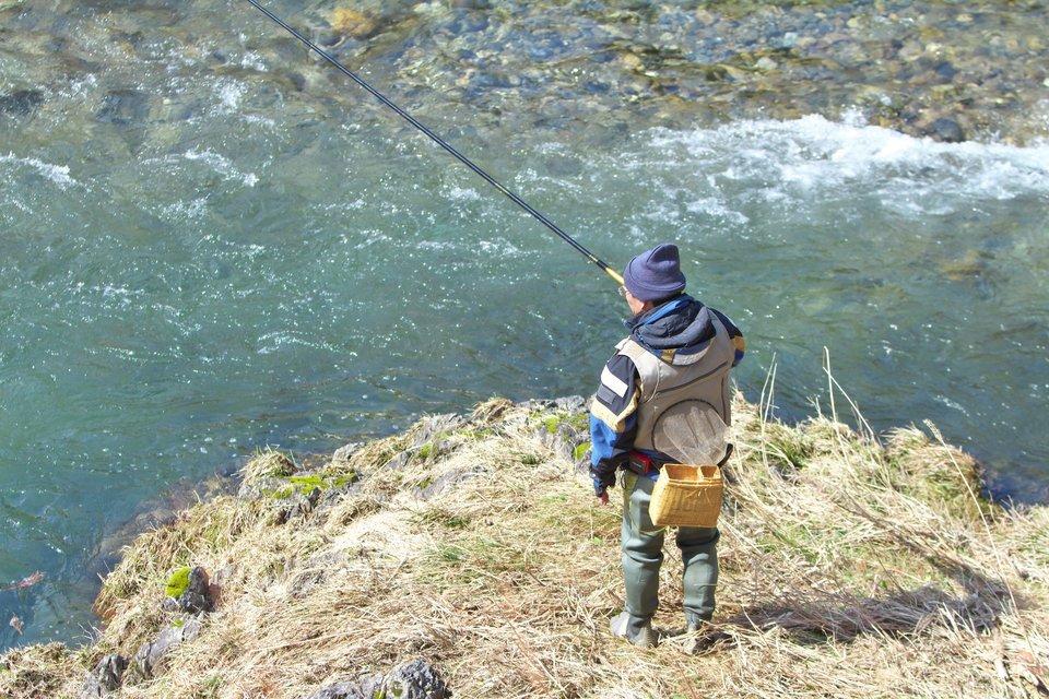 渓流釣り フライフィッシング