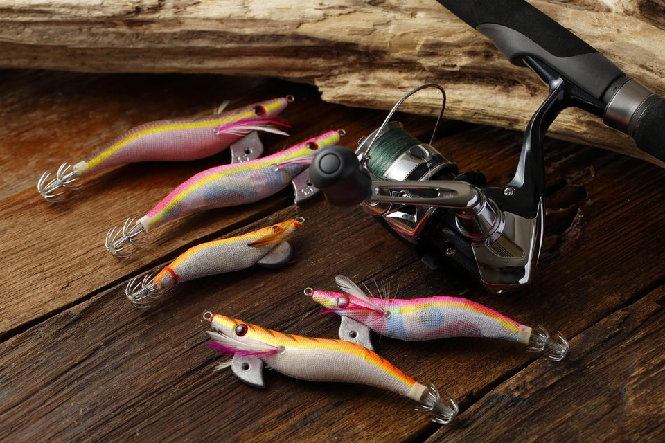 釣れるエギってどうやって選べばいいの?2017年オススメのメーカー・カラーを大特集