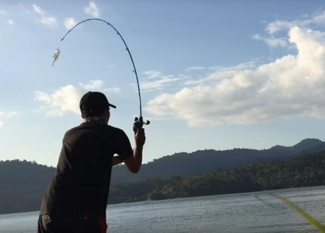 釣り人 ロッド 写真