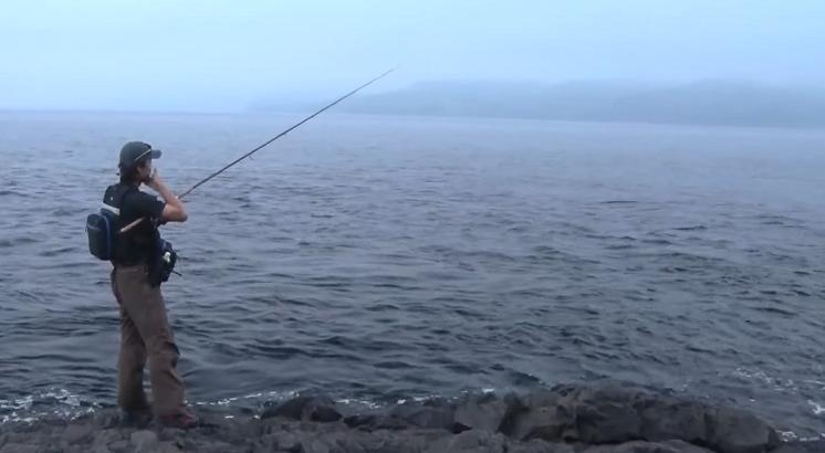 釣り人 磯 写真