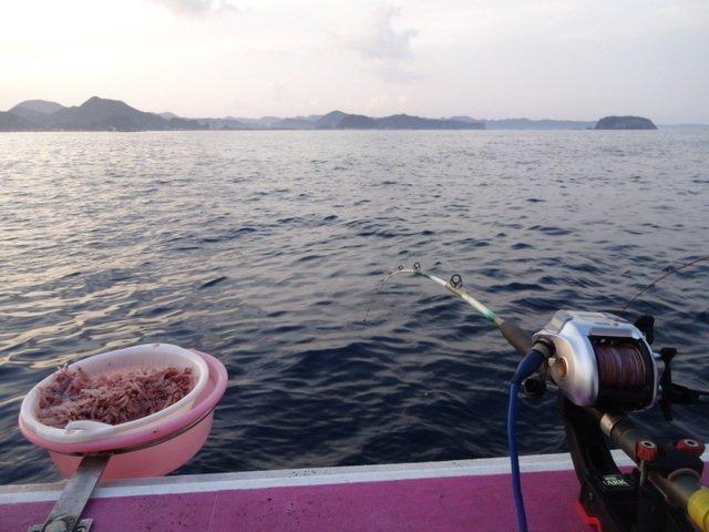 マキエ 釣り かかり釣り 船上 写真