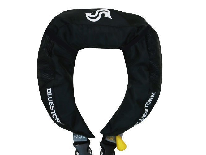 川釣り用ライフジャケットが発売されてるって知ってた?鮎釣りや渓流釣りにもお勧め!ブルーストームの高機能ライフジャケットをご紹介!