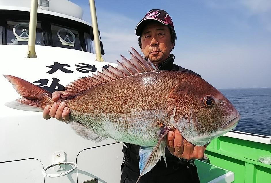 釣果速報!茨城県・日立沖で70cm・4.4キロの巨大マダイが出現!1年を通してテンヤ釣りで大鯛を狙う弘漁丸の若船長さんに、今後の釣果予想を交えて独占取材を行いました!(3/15 17:00 更新)