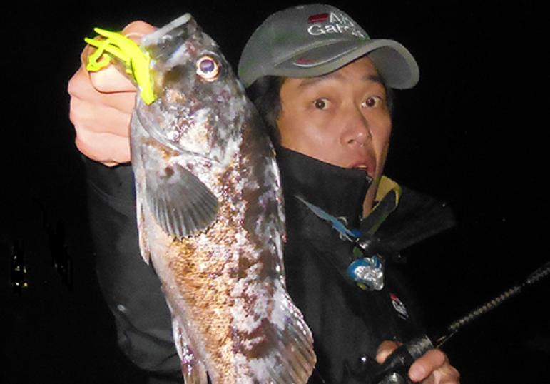 ワーム 魚 釣り人 写真
