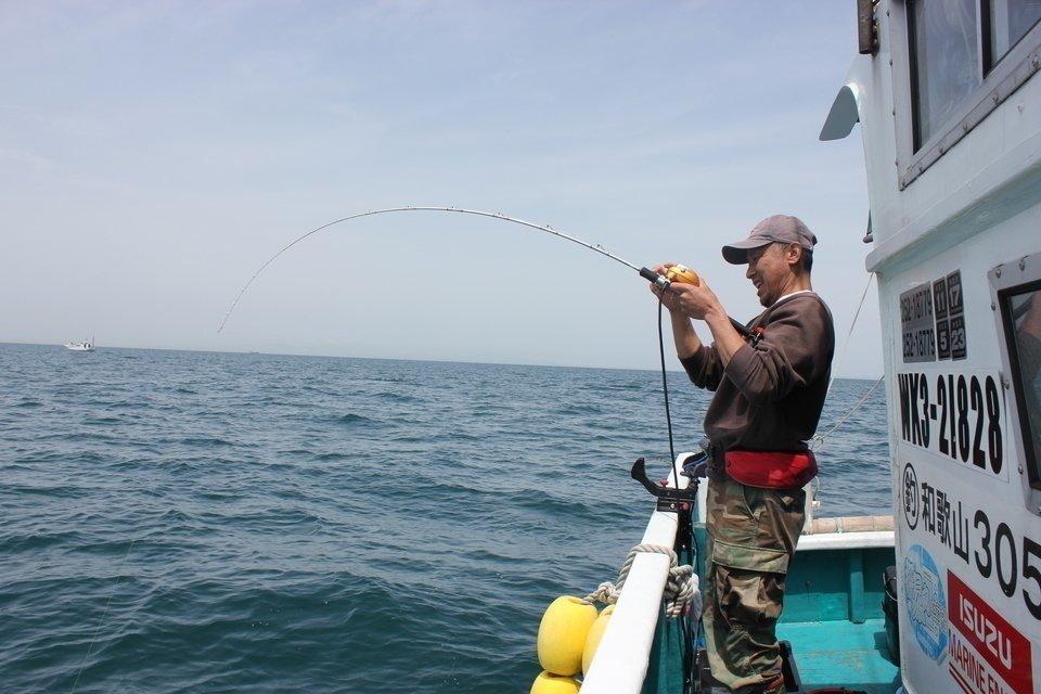 アオリイカ 男性 釣り人 写真