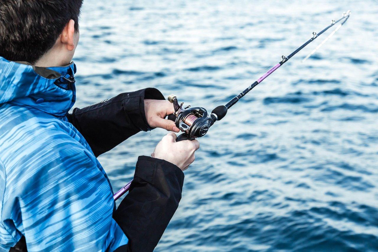 男性 釣り人 写真
