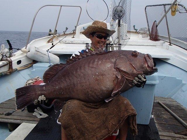 カンナギを釣り上げた男性の写真