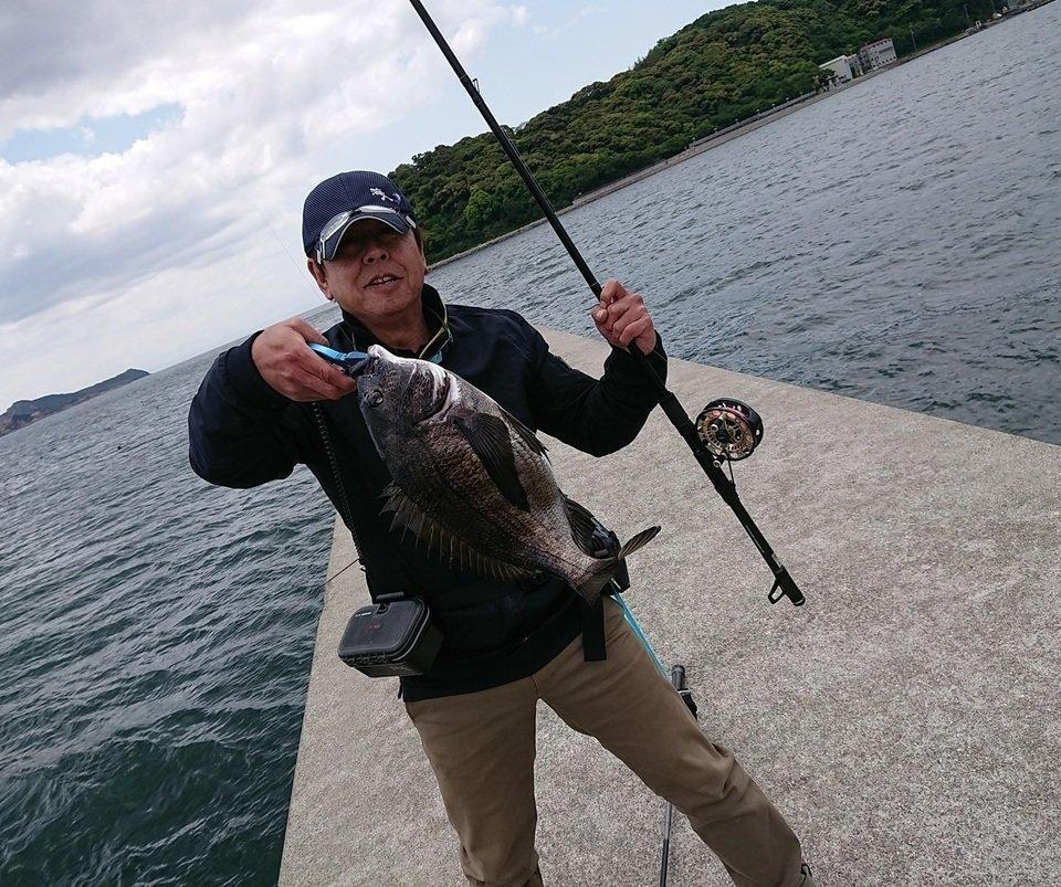 クロダイ 男性 釣り 写真