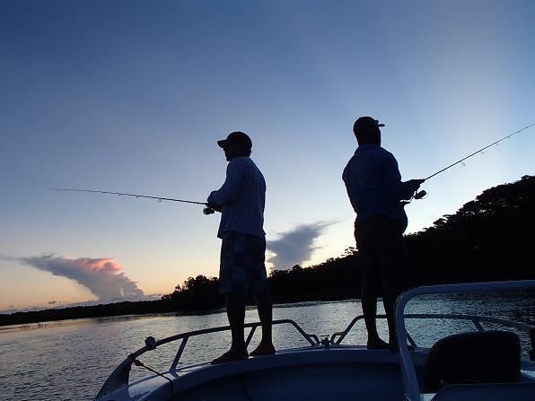 ボート釣り 釣り人 写真