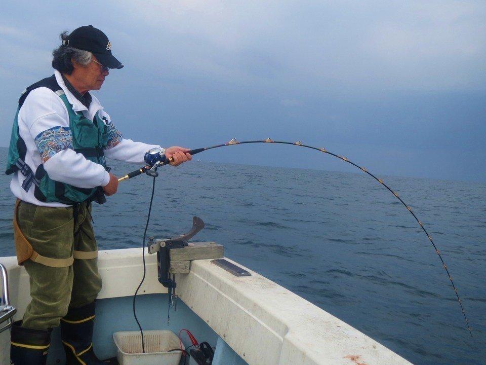 サビキ釣り 釣り人 船上 写真