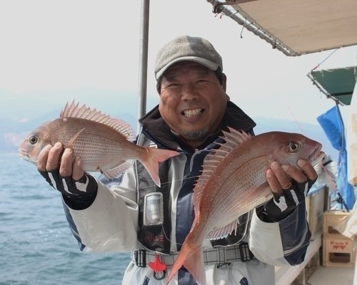 マダイ 男性 釣り船 写真