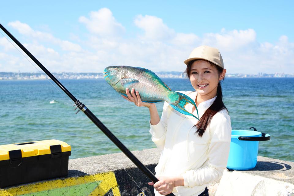 釣り 女性 魚 写真
