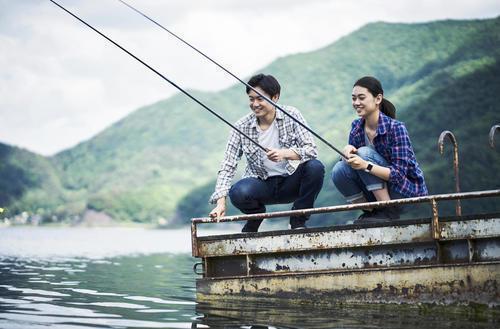 男性 女性 釣り竿 海