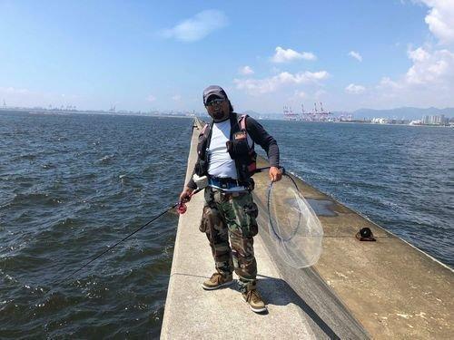 神戸七防外側 釣り人 釣り竿 タモ 海 青空 写真