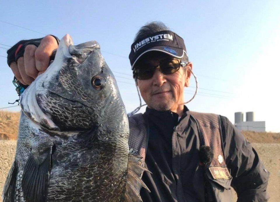 クロダイ 釣り人 男性 写真