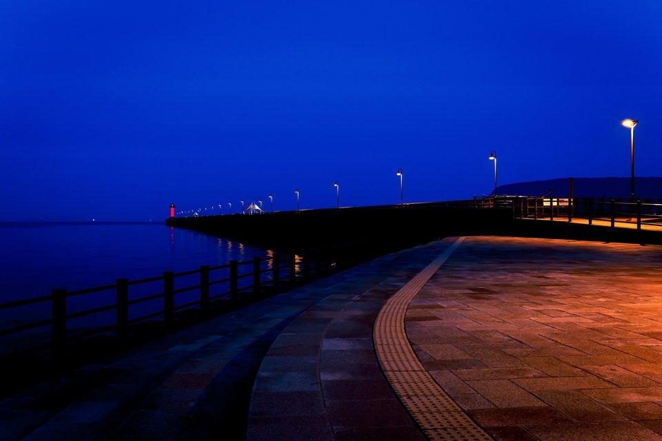 堤防 釣り 夜 常夜灯
