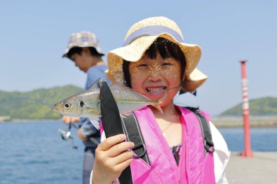 サビキ釣り 女の子 アジ さかな 釣り