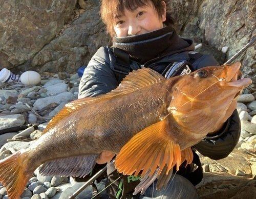 アイナメ 釣り人 男性 釣り竿 写真