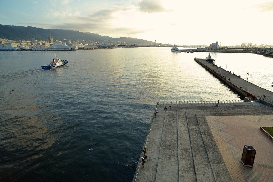 神戸港 海 釣り 堤防 船 夕方