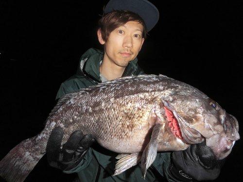 クロソイ 釣り人 男性 写真