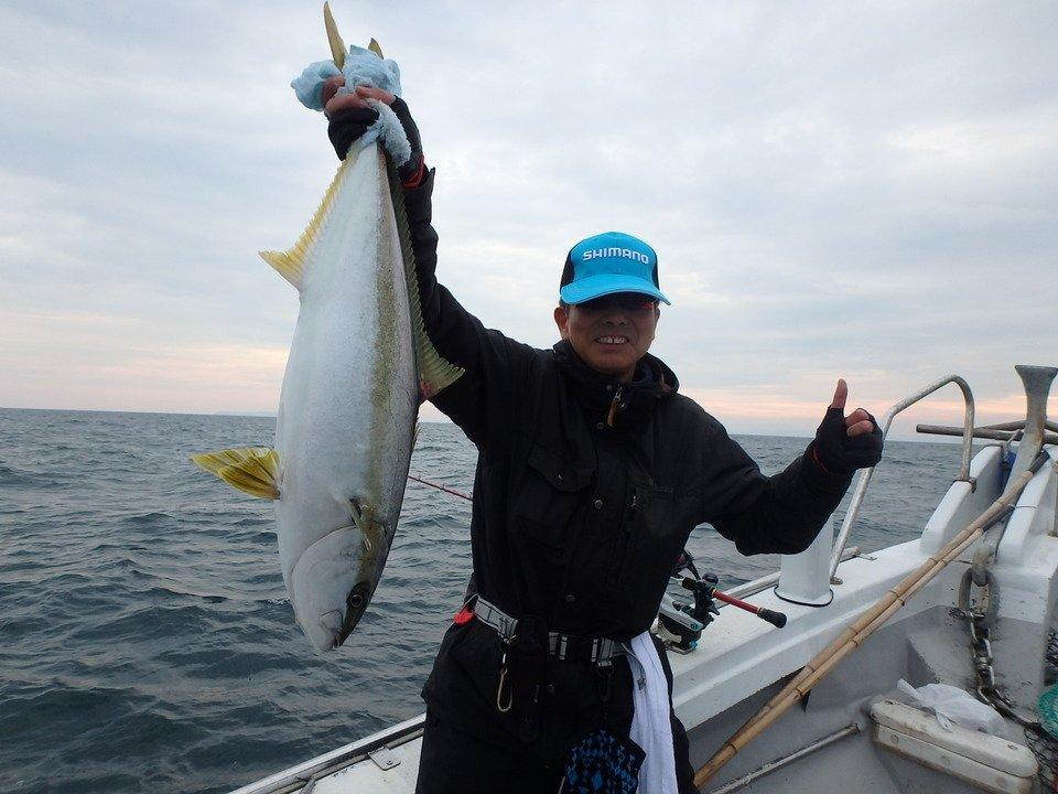 ヒラマサ 男性 釣り 船 海