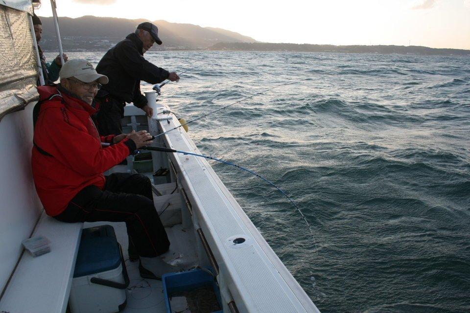 釣り 男性 船 海
