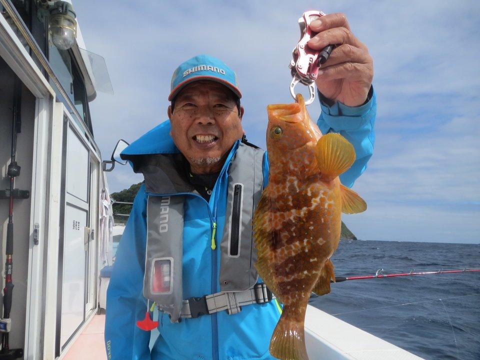 海 釣り人 アコウ 写真