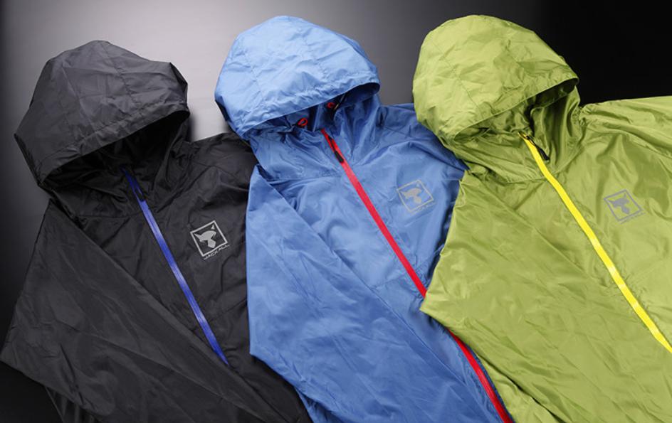 3つのカラーから選べるウィンドシェルジャケット