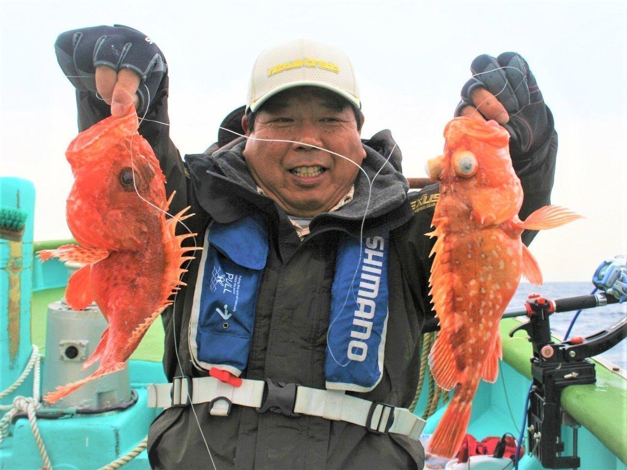 カサゴを釣り上げた今井浩次さんの写真