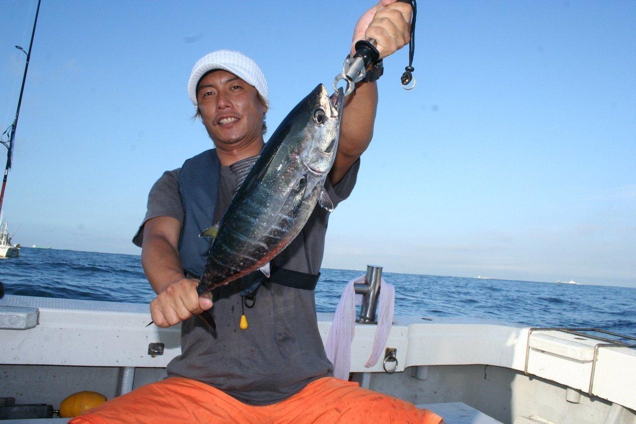 ヨコワと釣り人の写真