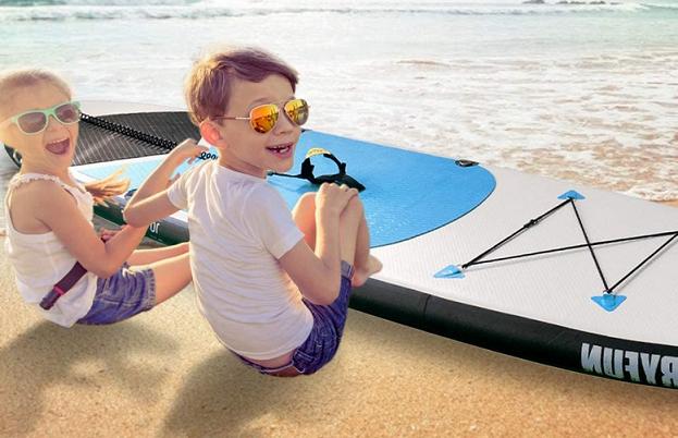 SUPボードと子供のアップ写真