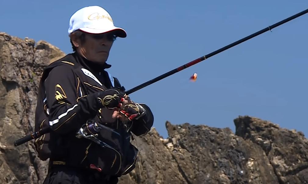 ロッドと釣り人のアップ写真