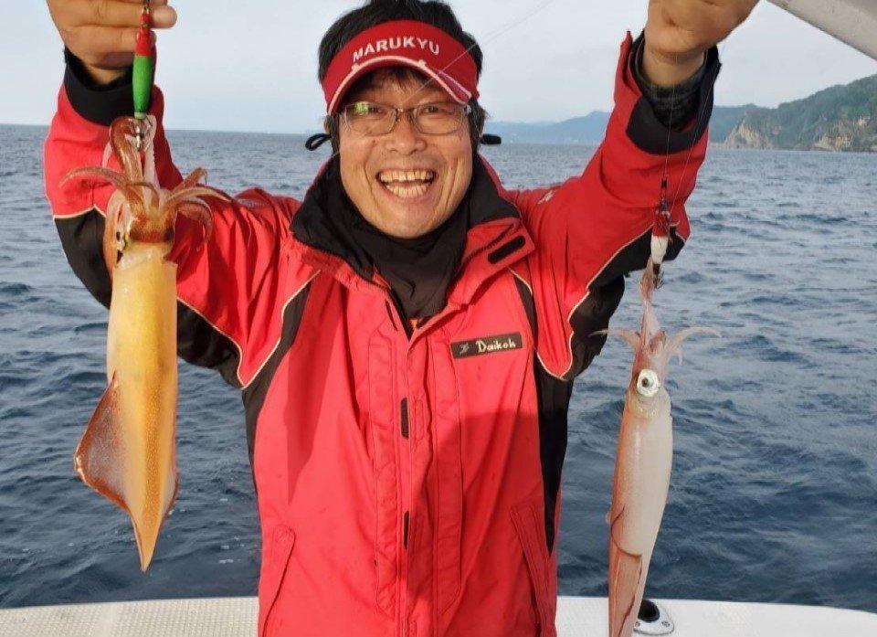 日本海の剣先イカをイカメタルで楽しむ。大剣が好調な香住沖の剣先イカ。ボトムからの誘い上げで数、型ともに満足の釣果。